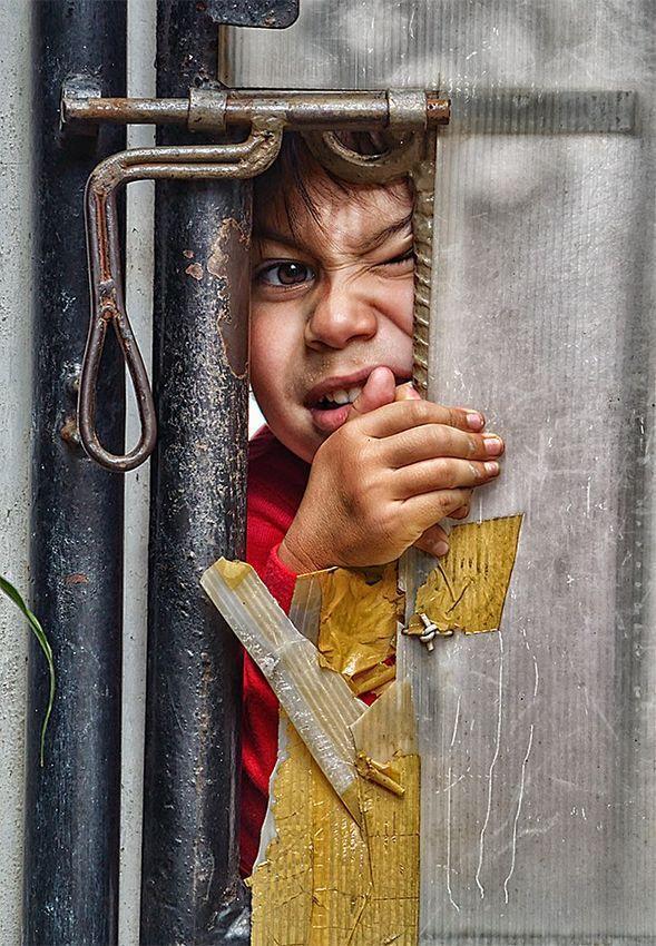 childhood05 Детство в кадре: папа фотографирует сына