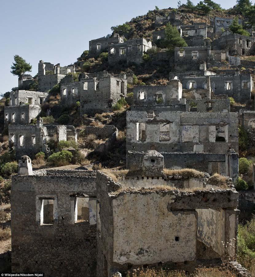 haunting images of abandoned towns 11 Мир в руинах