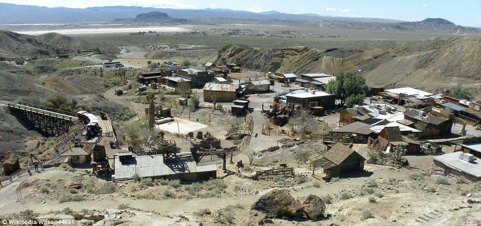 haunting images of abandoned towns 15 Мир в руинах