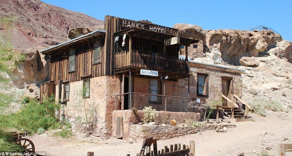 haunting images of abandoned towns 16 Мир в руинах