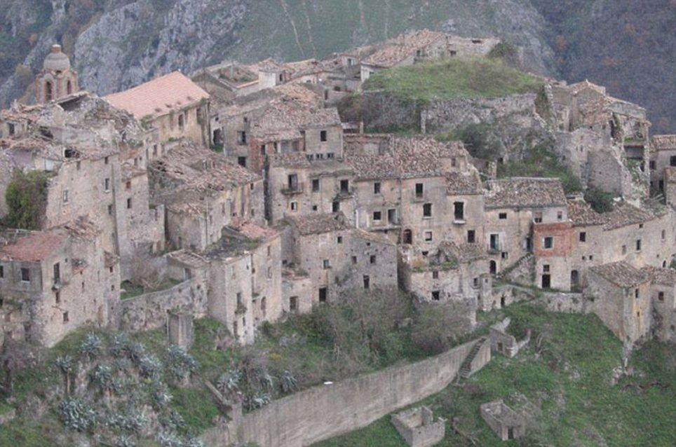 haunting images of abandoned towns 7 Мир в руинах