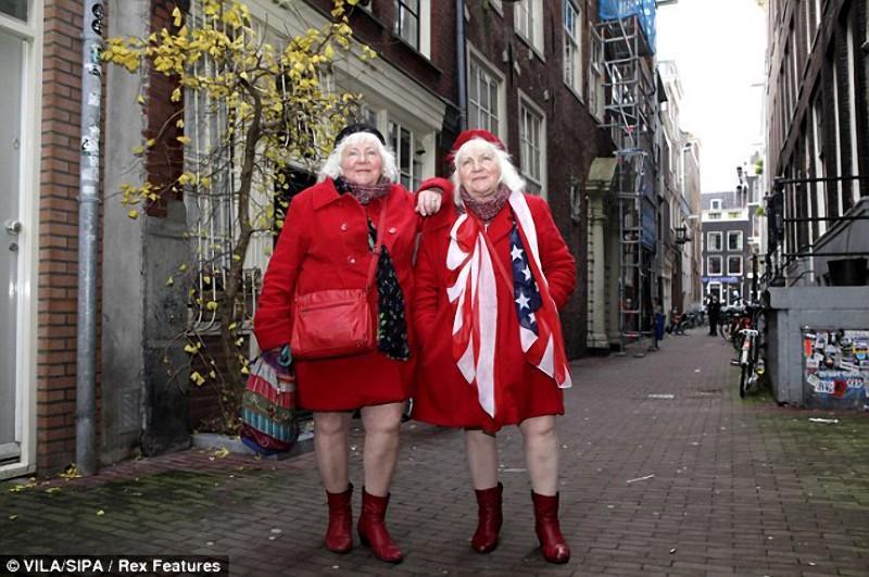 старые близняшки проститутки