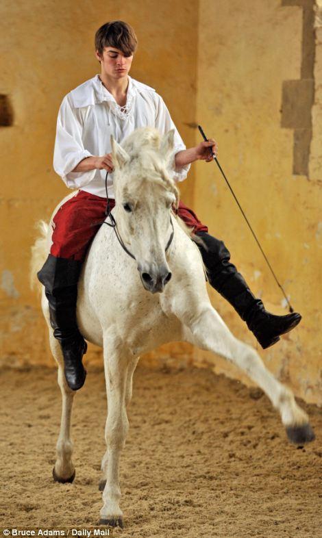 horse ballet school 8 Балетная школа для лошадей