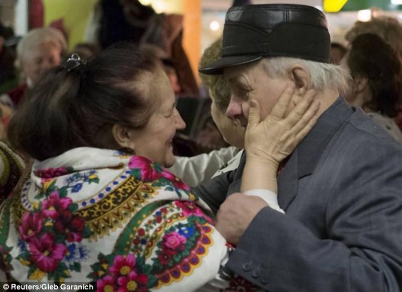 kievsubway03 Любовь пенсионеров в киевском метро