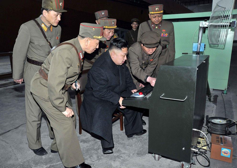 koreaivoennayamashina 1 Северная Корея привела ракеты в боевую готовность и целится в США