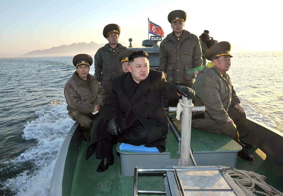 koreaivoennayamashina 12 Северная Корея привела ракеты в боевую готовность и целится в США