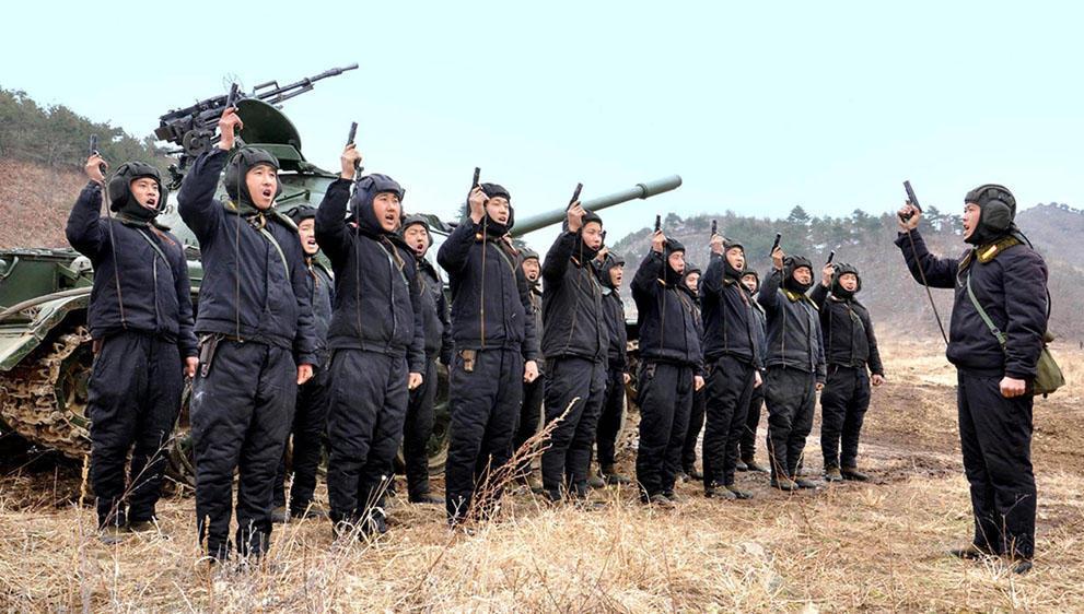 koreaivoennayamashina 19 Северная Корея привела ракеты в боевую готовность и целится в США