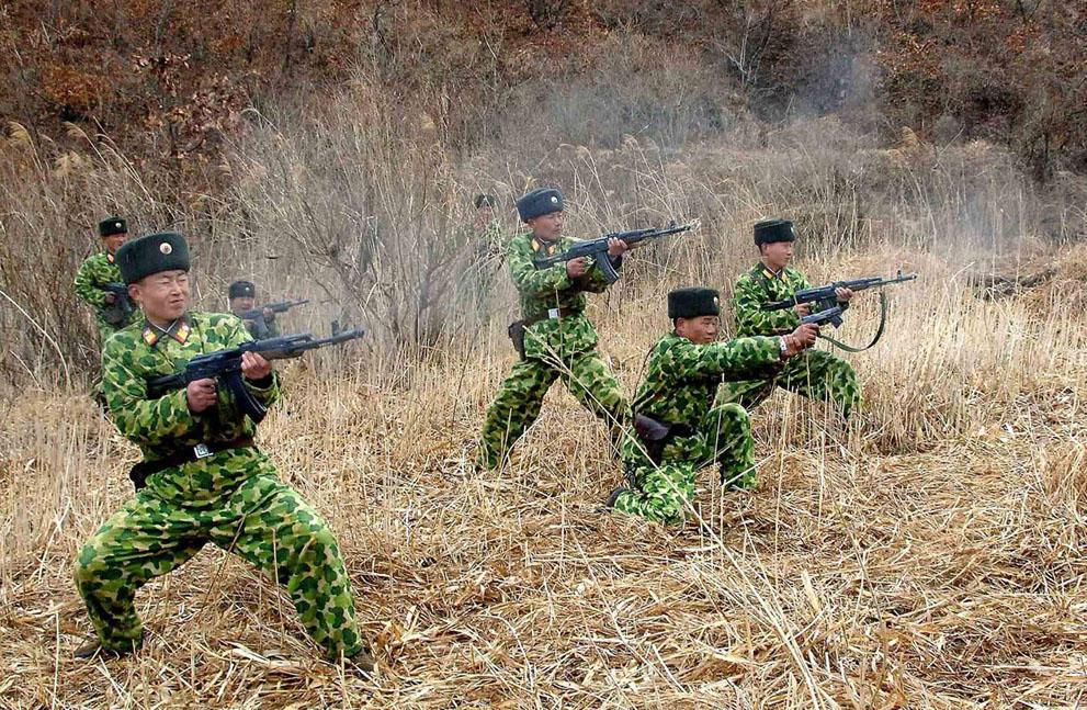 koreaivoennayamashina 2 Северная Корея привела ракеты в боевую готовность и целится в США