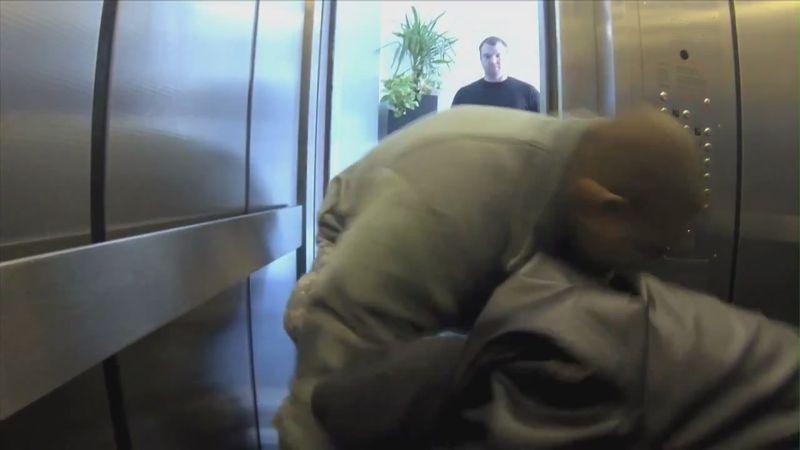 Скрытые фото в лифте