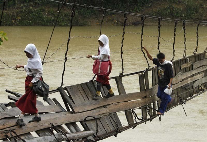 Канаты на рекой рио негро в колумбии