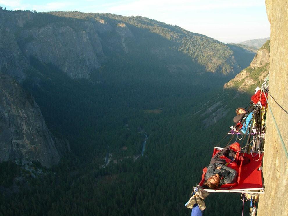 sleeprocks01 Ночевка на отвесных скалах парка Йосемити