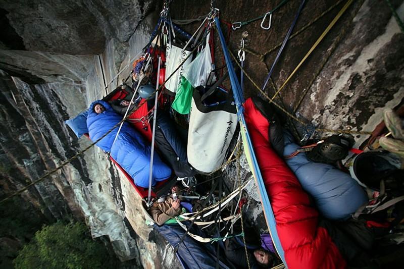 sleeprocks05 800x533 Ночевка на отвесных скалах парка Йосемити