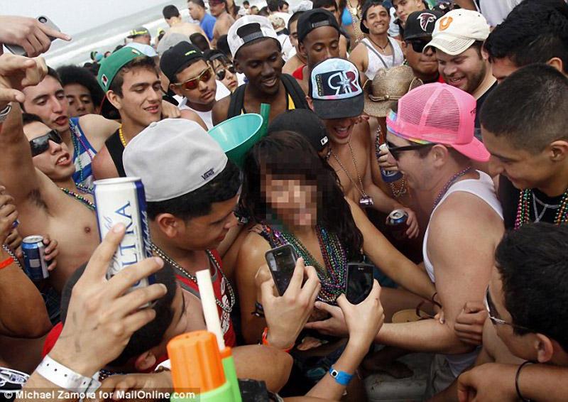 springbreak10 Алкоголь, разврат, отрыв: Весенние каникулы по американски