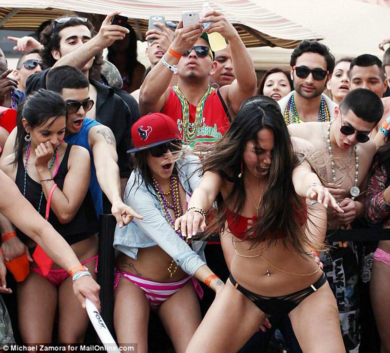 springbreak17 Алкоголь, разврат, отрыв: Весенние каникулы по американски
