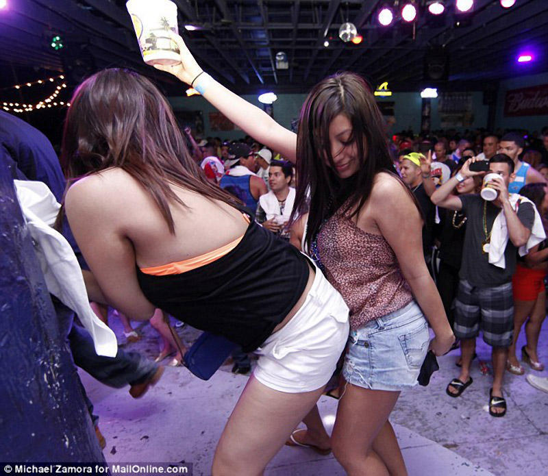 springbreak21 Алкоголь, разврат, отрыв: Весенние каникулы по американски