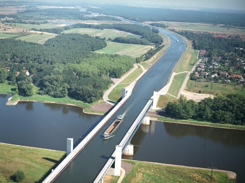 waterbridges01 800x597 Три самых впечатляющих водяных моста в мире