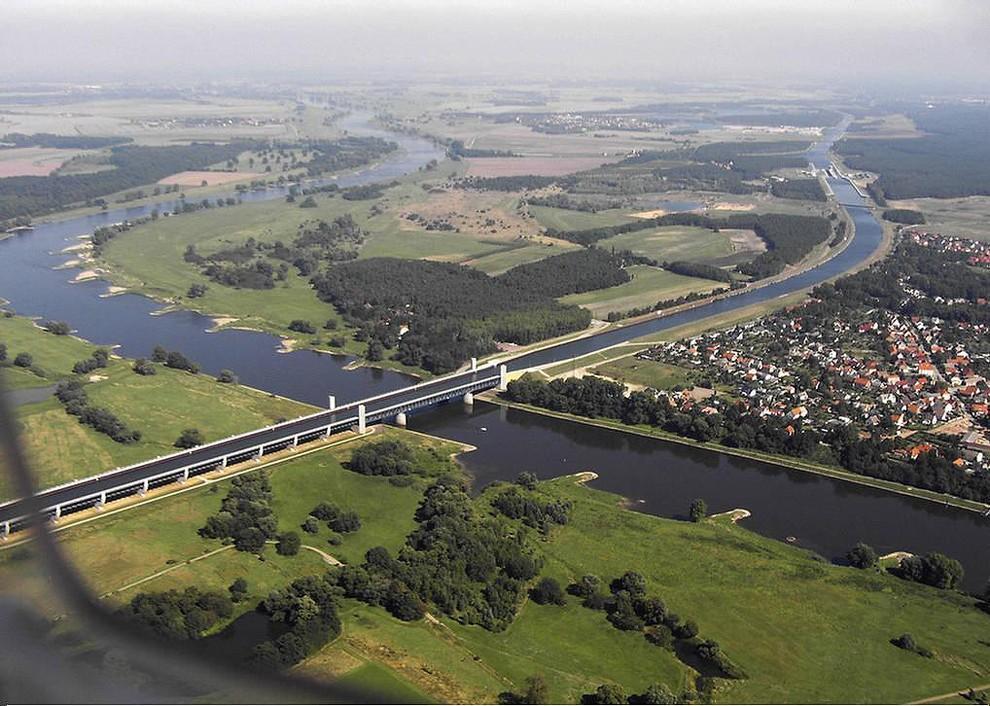 waterbridges02 Три самых впечатляющих водяных моста в мире