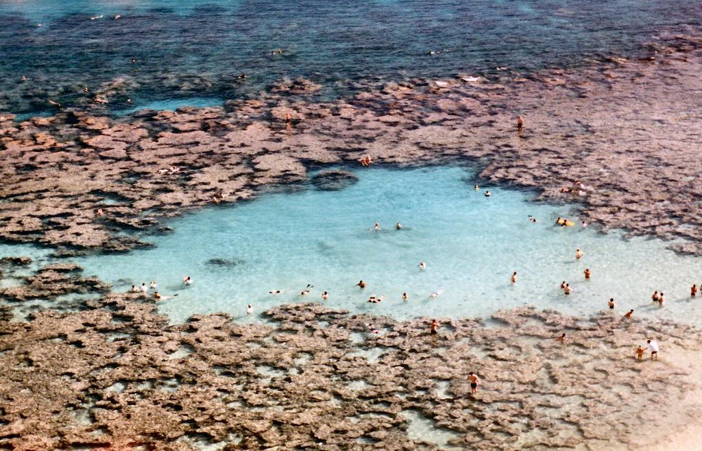 4121707633 17964a5432 b Земной рай   гавайский пляж внутри древнего кратера