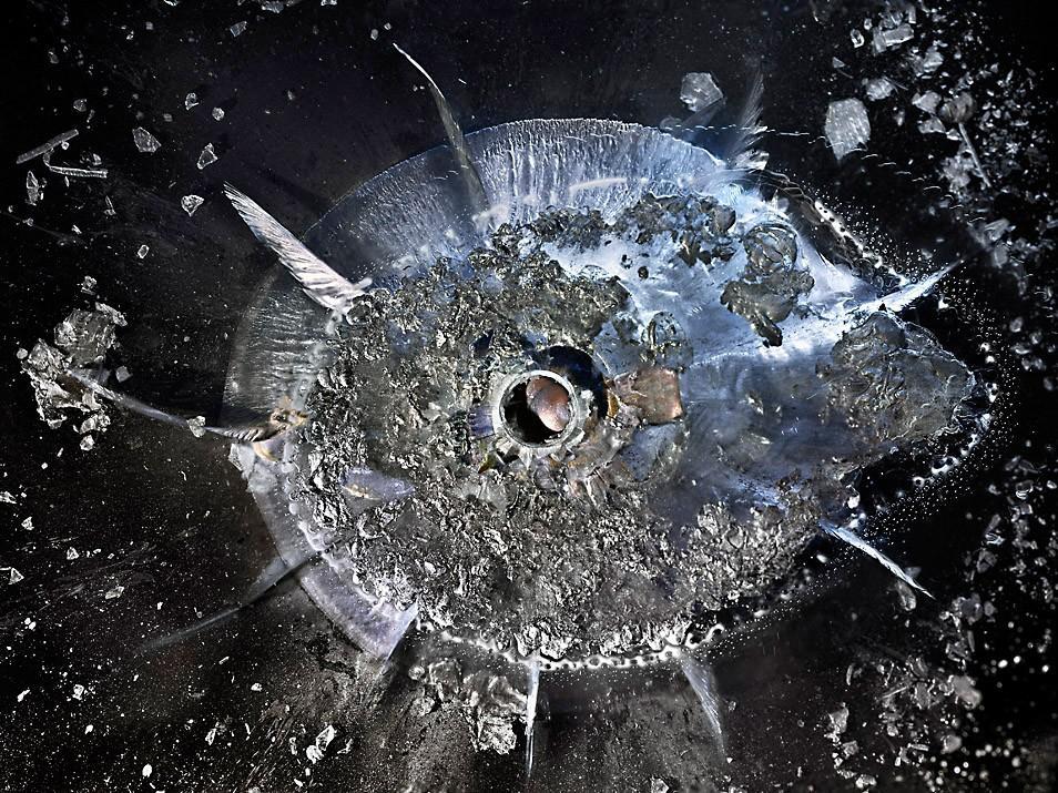 CriticalMass08 Взрывающиеся галактики   как пуля разбивает органическое стекло