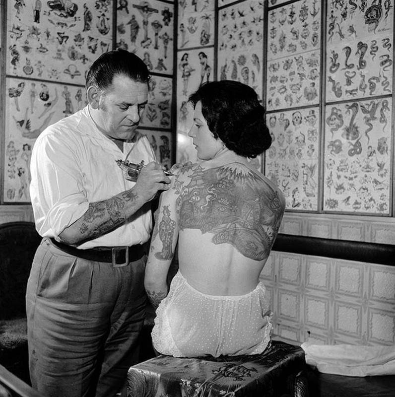 Women With Tattoo 7 796x800 Старинные портреты татуированных женщин