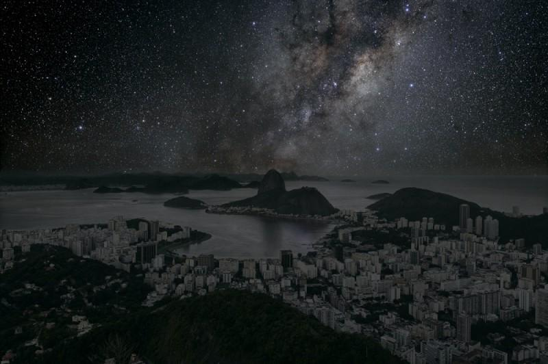 zvyozdnoenebonadgorodamimira 10 800x532 Звездное небо над крупнейшими городами мира