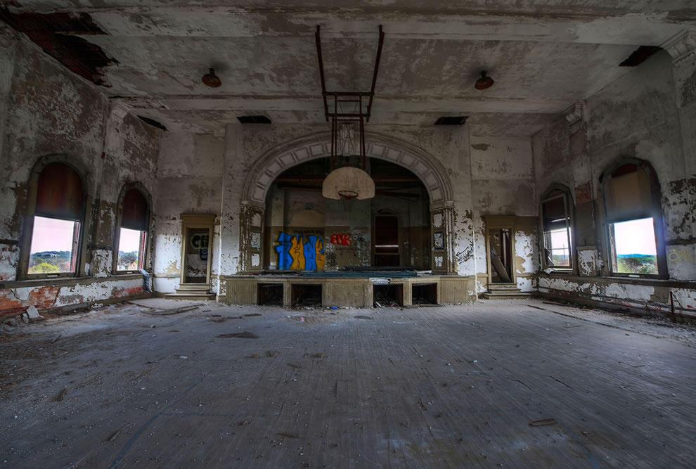 Заброшенные школы и университеты по