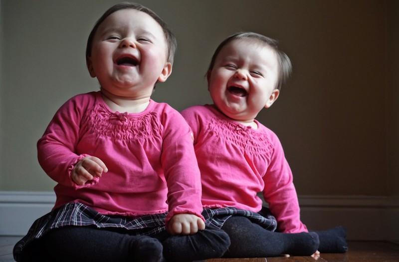 twins04 Когда в семье девочки близняшки