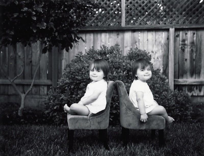 twins05 Когда в семье девочки близняшки