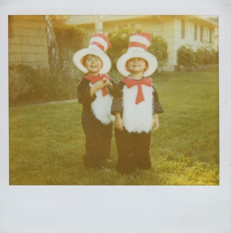 twins09 Когда в семье девочки близняшки