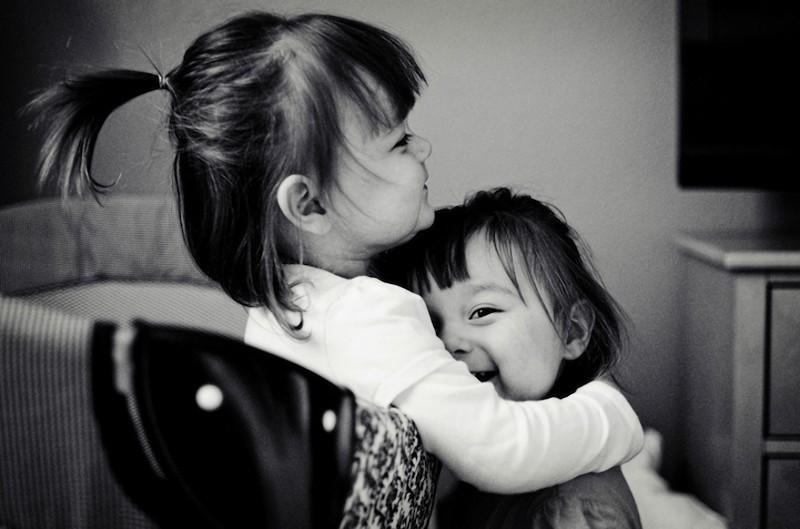 twins11 Когда в семье девочки близняшки