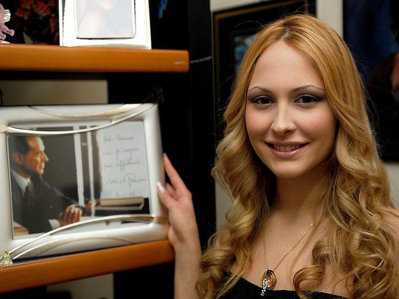 052 Самые любимые женщины Сильвио Берлускони