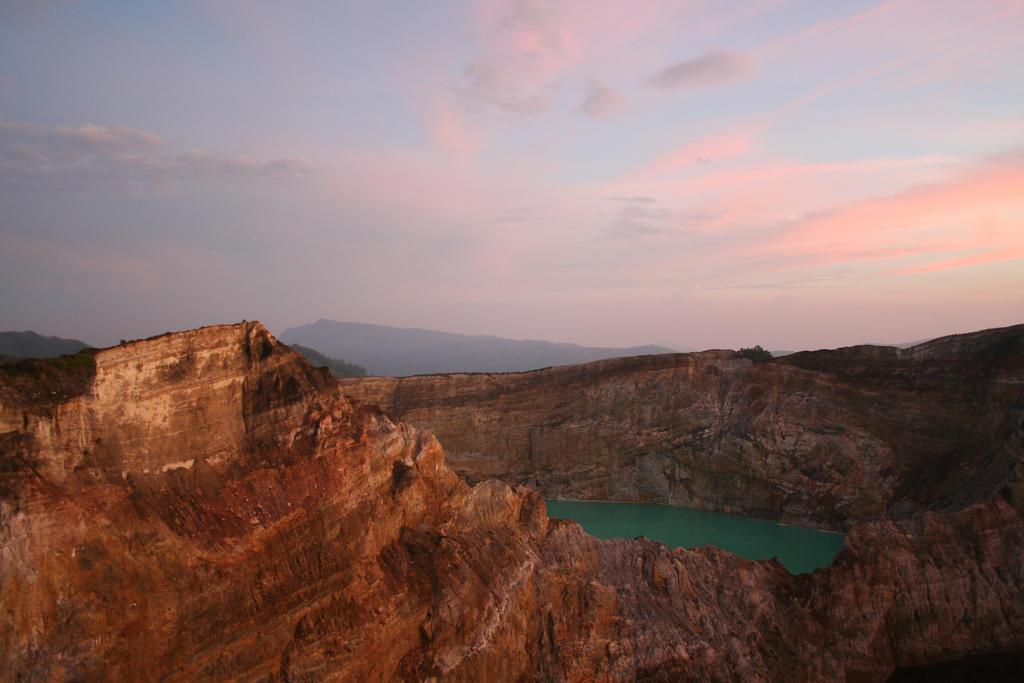 2031928622 7055417996 b Уникальные трехцветные озера в кратере вулкана Келимуту