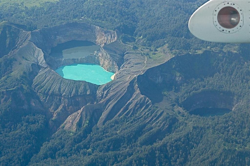 4634370021 8019202451 b Уникальные трехцветные озера в кратере вулкана Келимуту