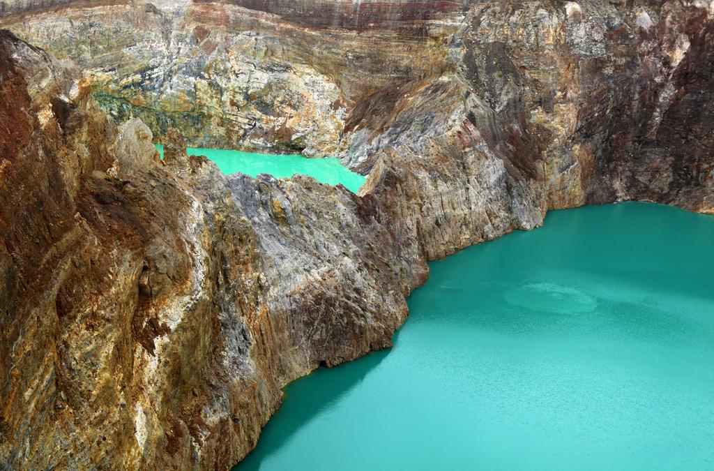 6118227715 b2c0337171 b Уникальные трехцветные озера в кратере вулкана Келимуту