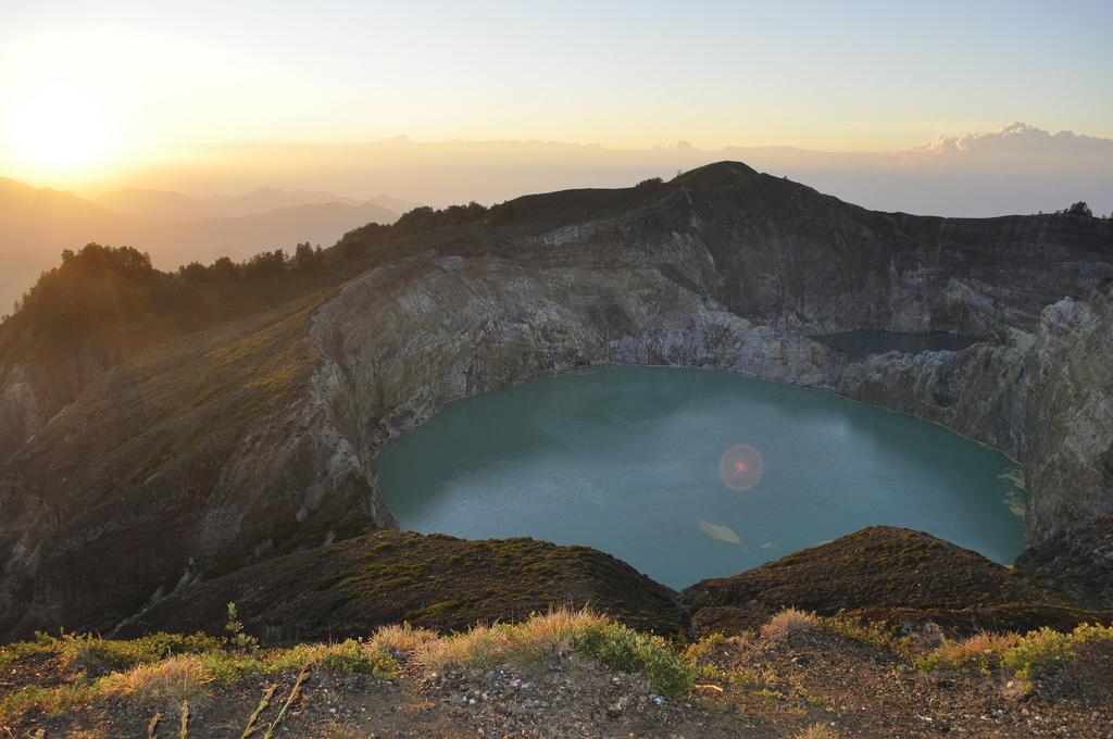 6319340986 ec8a7253cd b Уникальные трехцветные озера в кратере вулкана Келимуту