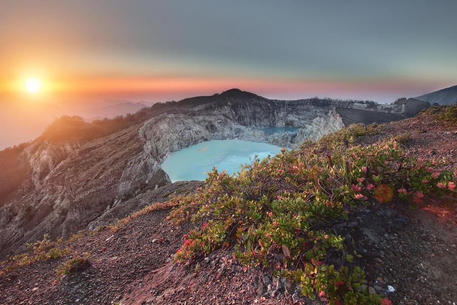7785732592 c0c0b10c0a b Уникальные трехцветные озера в кратере вулкана Келимуту