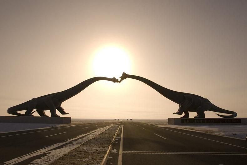 KissingDinosaurs02 Целующиеся динозавры Эрэн Хото в Китае