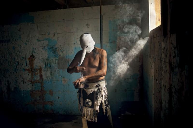 Сюрреалистичные фотографии из жизни современных индейцев оглала-лакота