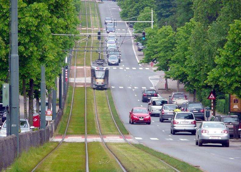 greentramway02 Зеленые трамвайные пути в Европе