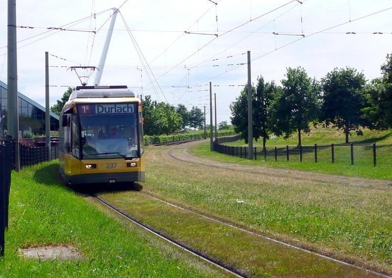 greentramway03 Зеленые трамвайные пути в Европе