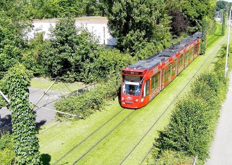 greentramway05 Зеленые трамвайные пути в Европе