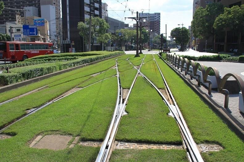 greentramway08 Зеленые трамвайные пути в Европе