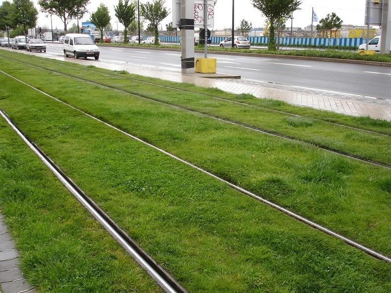 greentramway11 Зеленые трамвайные пути в Европе