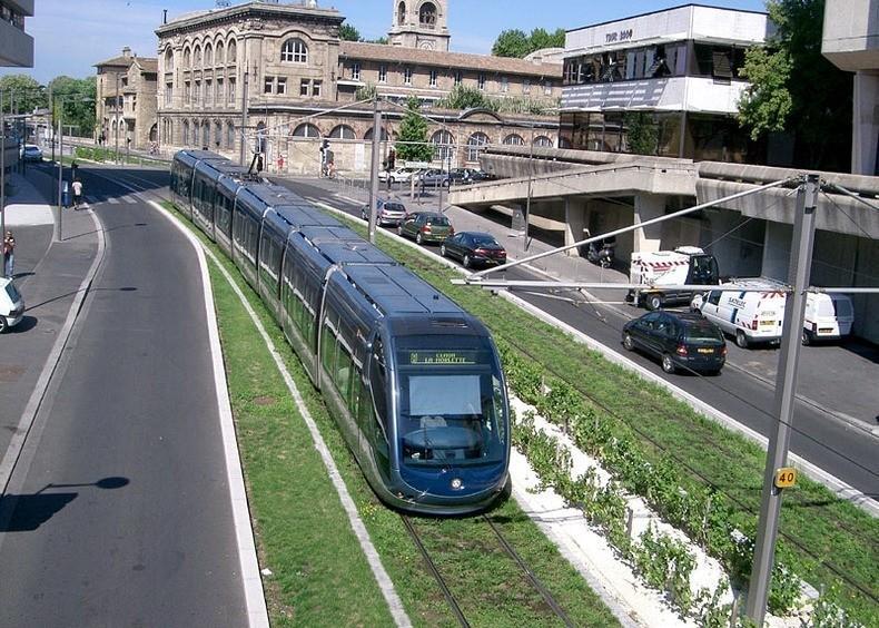 greentramway12 Зеленые трамвайные пути в Европе