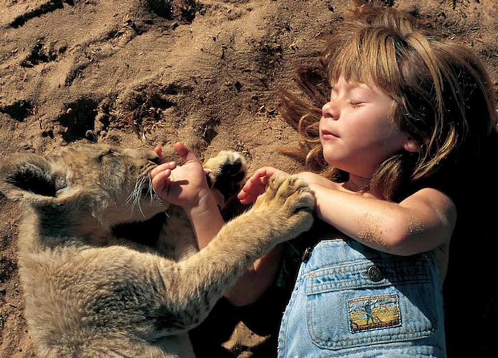 kidsanimals07 10 самых трогательных историй общения детей и животных