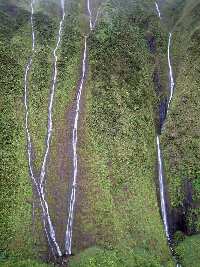 1906405567 65d104712a b Стена слез: водопад Хонокохау на Гавайях