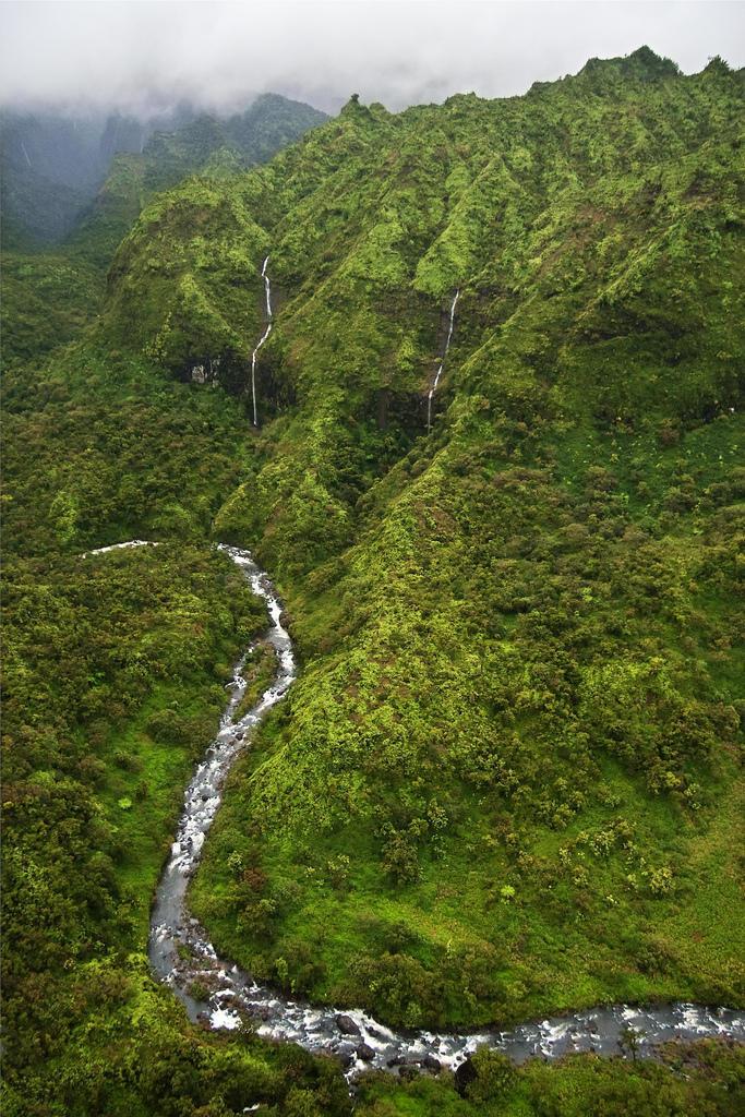 4068162267 a547f509a6 b Стена слез: водопад Хонокохау на Гавайях
