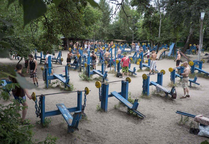 BIGPIC70 Самая суровая в мире качалка   тренажёрный городок в киевском Гидропарке