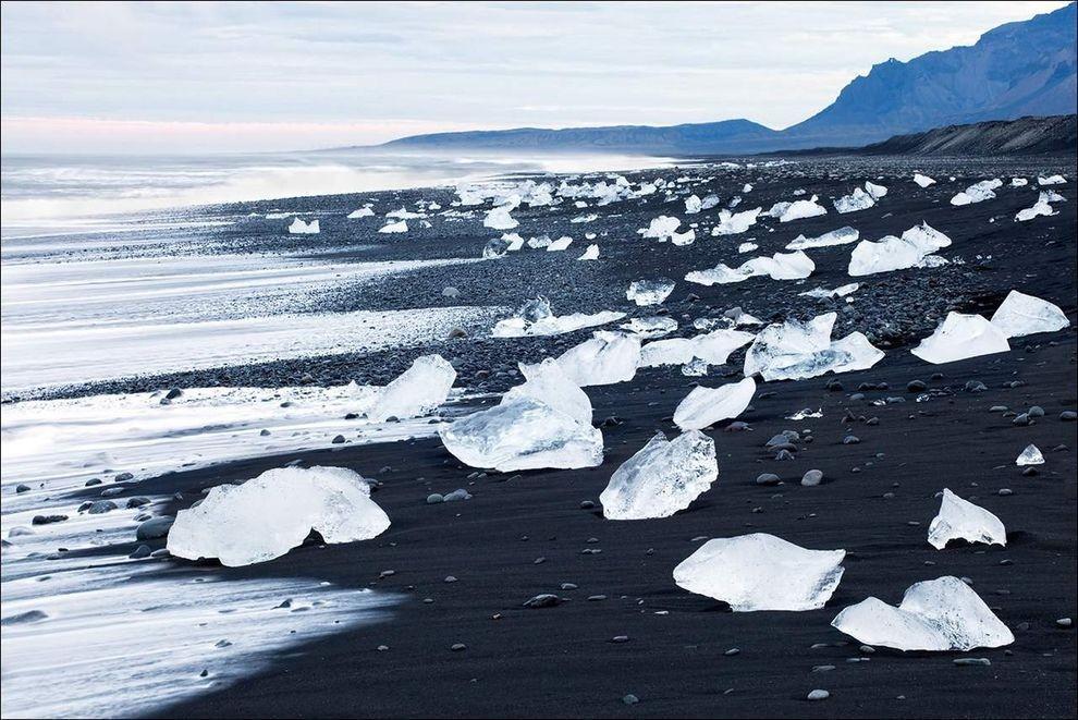 BlackSand01 15 невероятных пляжей с черным песком