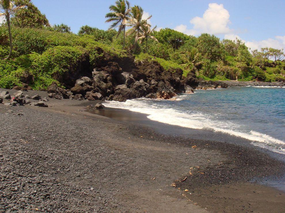 BlackSand03 15 невероятных пляжей с черным песком